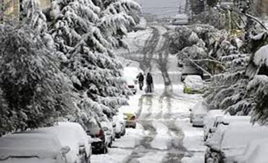 """تساقط الثلوج في مدينة """"كورونا"""" المغلقة..فيديو"""