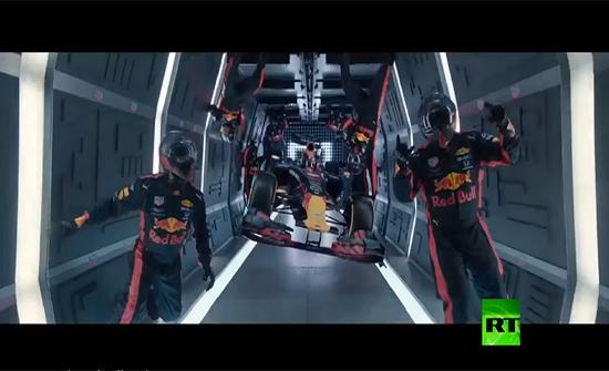 بالفيديو : فريق ريد بول للفورمولا 1 يحطم رقمه القياسي في فضاء روسيا