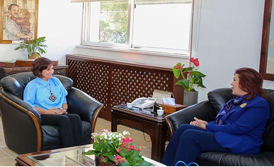 وزيرة السياحة والآثار تلتقي السفيرة العراقية