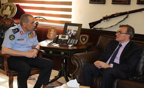 الحمود يلتقي سفير الاتحاد الكونفدرالي السويسري في الأردن لوكاس غاسر