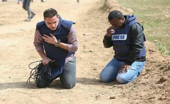 اصابة عدد من الصحفيين بجروح جراء قصف الاحتلال شمال قطاع غزة