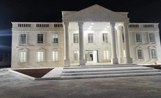 مبنى بلدية صبحا يشبه البيت الأبيض (صور)