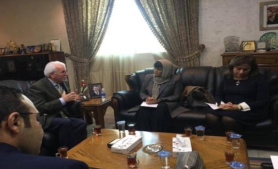 وزير التعليم العالي يلتقي وفداً من جامعة الدول العربية