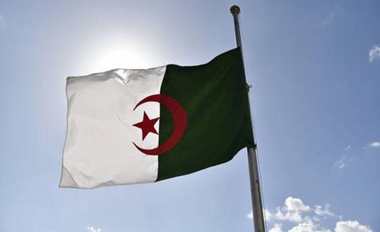 قائد عسكري جزائري يوجه رسالة شديدة اللهجة إلى فرنسا بسبب تجاربها النووية