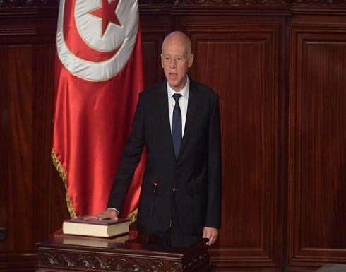 هل أصبحت ديمقراطية تونس في خطر.. وما الذي يهددها؟