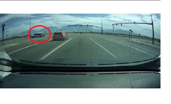 سيارة تنقلب عند اصطدامها بأخرى عند أحط التقاطعات بامريكا