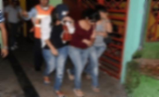 عربي يستغل غياب زوجته ويحول منزله إلى وكر للرذيلة