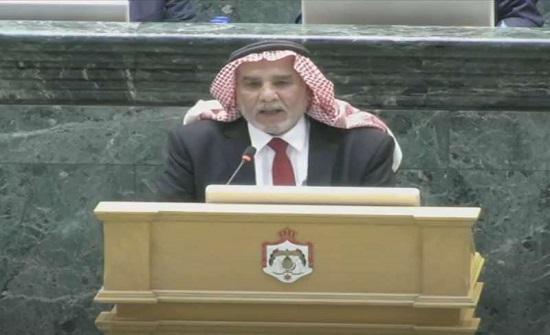 """أبو صعيليك يثير الجدل   تحت القبة بعبارة """"مجلس ديكور"""""""