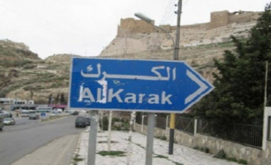 شباب الكرك تحتفي بعيد الاستقلال بتزين المراكز بالأعلام الأردنية