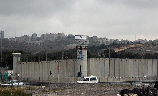 عائلة أسير فلسطيني مضرب عن الطعام تحذر من تعرض حياته للخطر