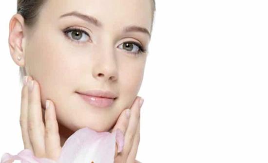 حيل بسيطة لإعطاء الوجه جمال طبيعي دون وضع مكياج