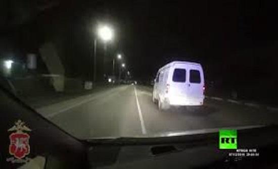 رويسا :  مطاردة بوليسية تنتهي بانقلاب السيارة - فيديو