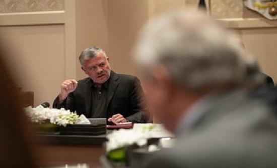 بالصور : الملك يلتقي شخصيات سياسية واقتصادية وأكاديمية وإعلامية