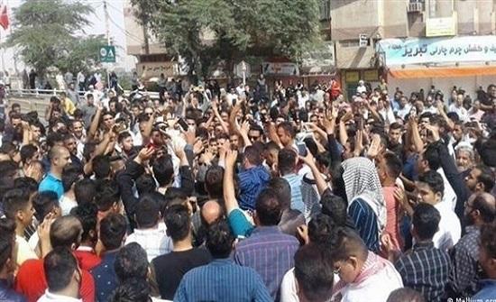 هتافات ضد خامنئي تدوي في قلب طهران.. والأمن يرد بالغاز