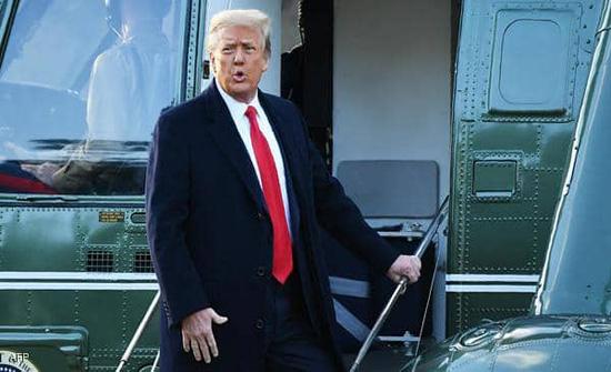 """عودة ترامب.. أول ظهور علني منذ """"الرحيل"""""""
