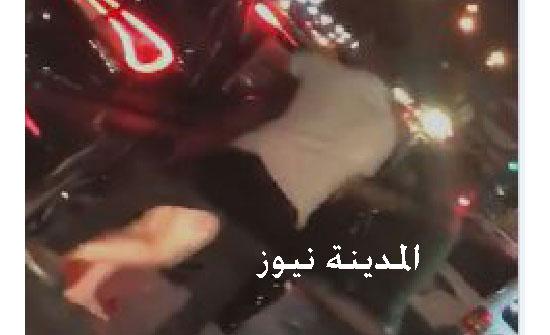 فيديو صادم  : شابان يجبران فتاة على الصعود بسيارتهما وسط صرخات استغاثة
