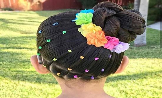 بالصور : الكتاكيت والفيونكات تسريحات شعر الفتيات