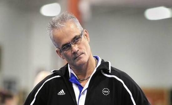 انتحار مدرب فريق الجمباز الأمريكي في أولمبياد 2012 بعد اتهامه بإساءة معاملة اللاعبات