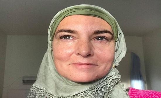 مغنية تتوسل جمهورها بعد اعتناقها الإسلام