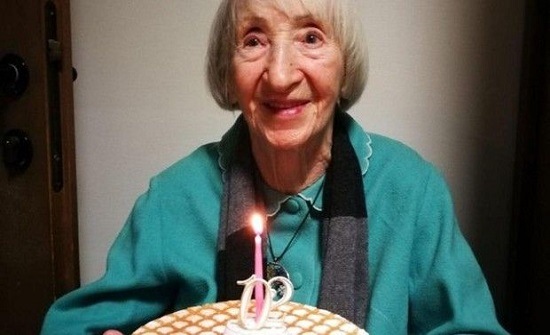 بالفيديو: تعافي معمرة تبلغ 102 عام من كورونا في طهران