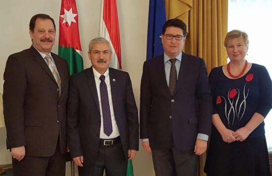 رئيس جامعة الأميرة سمية للتكنولوجيا يلتقي السفير الهنغاري