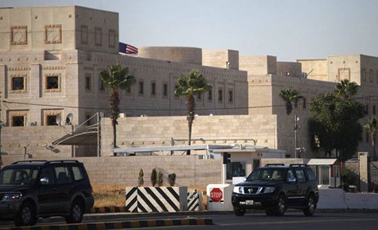 """"""" سلسلة بشرية """" امام السفارة الامريكية الجمعة رفضا لصفقة القرن"""