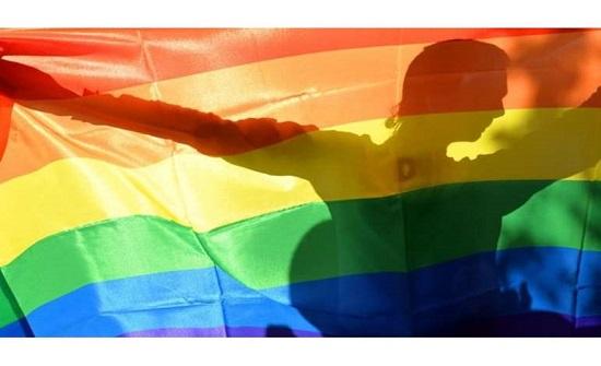 """رسميًا.. الاحتفال بيوم """"المثليين"""" ورفع علمهم بدولة عربية"""