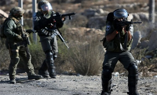 اصابة فلسطيني برصاص الاحتلال في جنين وطلبة بالاختناق في الخليل