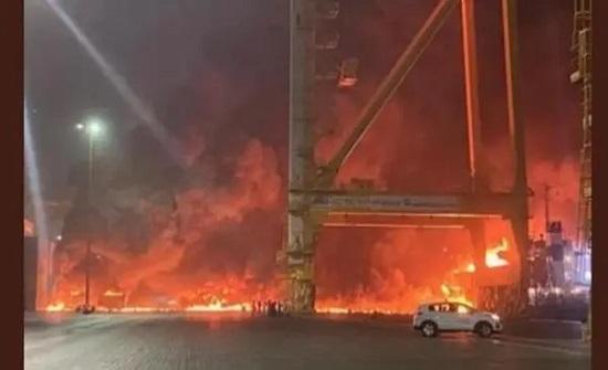 السيطرة على حريق سفينة في دبي ولا إصابات