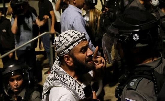 مستوطنون يطلقون الرصاص الحي على فلسطينيين في حي الشيخ جراح