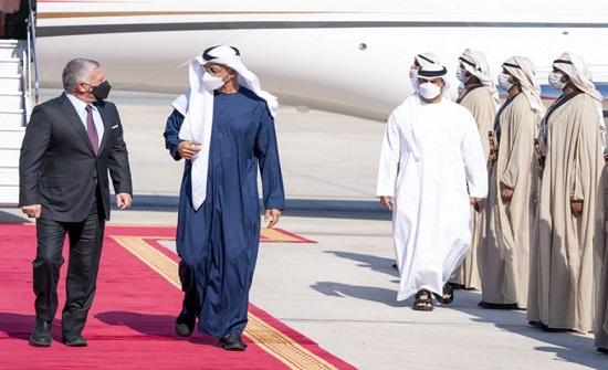 الملك وولي العهد يستقبلان ولي عهد أبوظبي لدى وصوله مطار ماركا