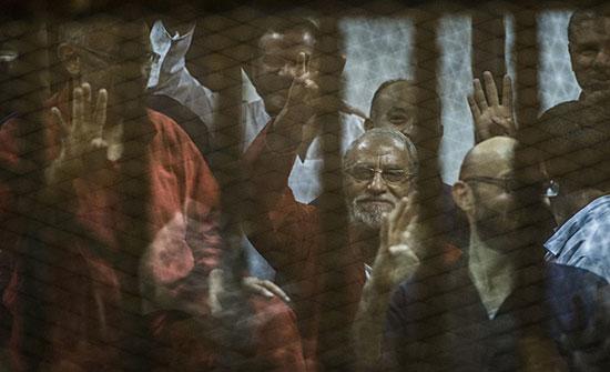 قضاء مصر يصدر أحكاما بالسجن المؤبد بحق قيادات بالإخوان