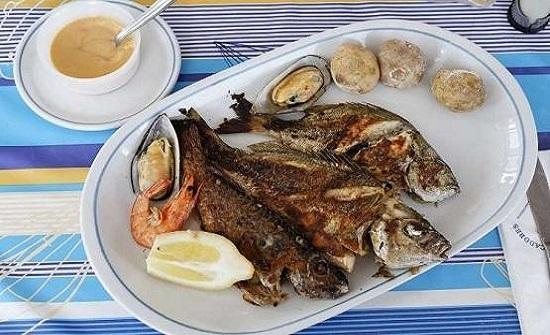 المأكولات البحرية تحفز هرمون السعادة بالجسم
