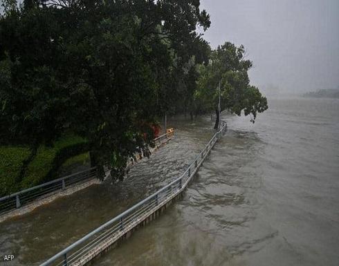 """الإعصار """"إن-فا"""" يقتلع الأشجار ويغلق مناطق في شرق الصين"""