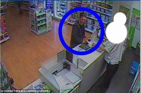 إنجلترا  : يقتل مسنًا لسرقة أمواله ويذهب لشراء الفياجرا لقضاء سهرة حمراء