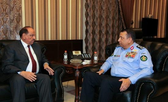وزير الداخلية يزور مديرية الأمن العام