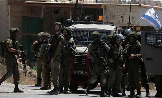 الجيش الإسرائيلي يعتقل 5 فلسطينيين من أقرباء الأسرى الفارين