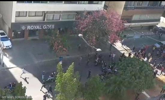 """بيروت.. قتيل و8 جرحى في احتجاجات ضد قاضي """"انفجار المرفأ"""""""