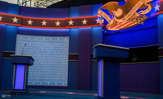 """قبل المناظرة.. """"سماعة أذن"""" تثير أزمة بين حملتي ترامب وبايدن"""