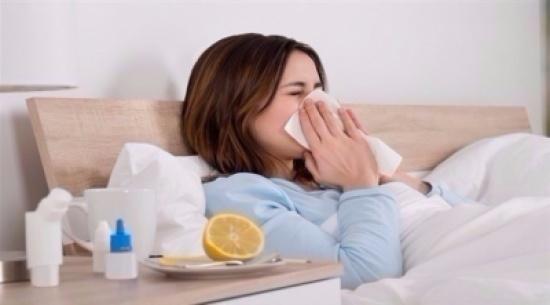 """دراسة أدهشت الخبراء.. نزلات البرد تحميك من """"كورونا"""" لمدة 17 عامًا!"""