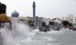 """سلطنة عمان تعلن بدء التأثيرات المباشرة لإعصار """"شاهين"""" .. فيديوهات"""