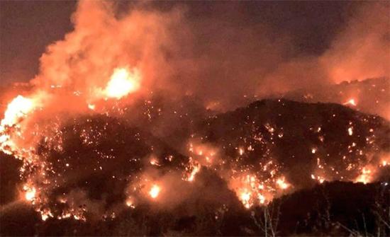 شاهد: حرائق ضخمة تجتاح وسط لبنان والسكان يفترشون الطرقات وحالات نزوح جماعية