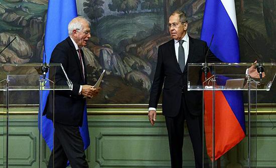"""بوريل يتعرض لوابل من الانتقادات بسبب الزيارة """"الكارثة"""" لموسكو"""