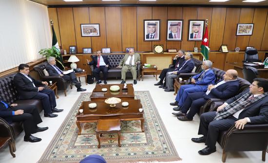 كفافي يلتقي أعضاء لجنة متابعة مطالب العاملين في اليرموك