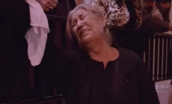"""منى واصف تبكي الملايين حزنا على وفاة حاتم علي: """"الله معك يا أمي"""" (فيديو)"""