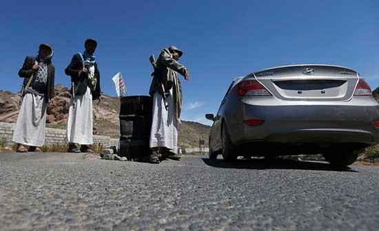 """""""الحوثي"""" تخنق المنظمات الإغاثية.. وتفرض قيوداً جديدة"""