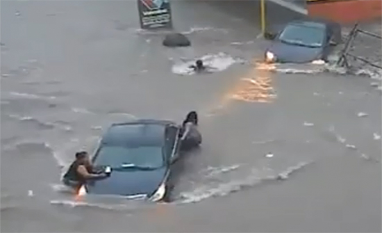 شاهد: شبكة الصرف الصحي تبتلع فتاة رياضية بشكل مروع في المكسيك