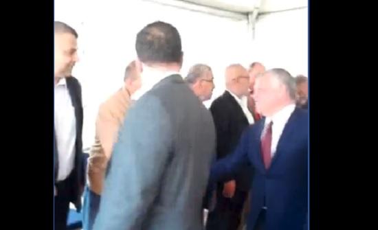 بالفيديو  : الملك وولي العهد  في بيت عزاء عربيات