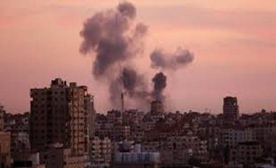 الاحتلال يقصف موقعين شرقي غزة وخانيونس