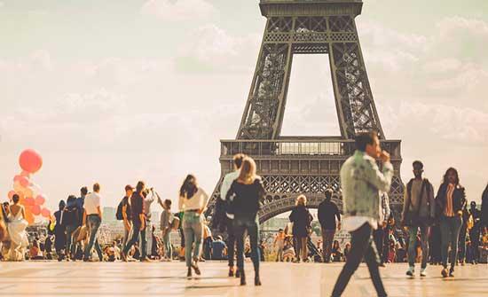 فرنسا تسمح بدخول السياح اعتبارًا من 9 يونيو.. وهذه الشروط